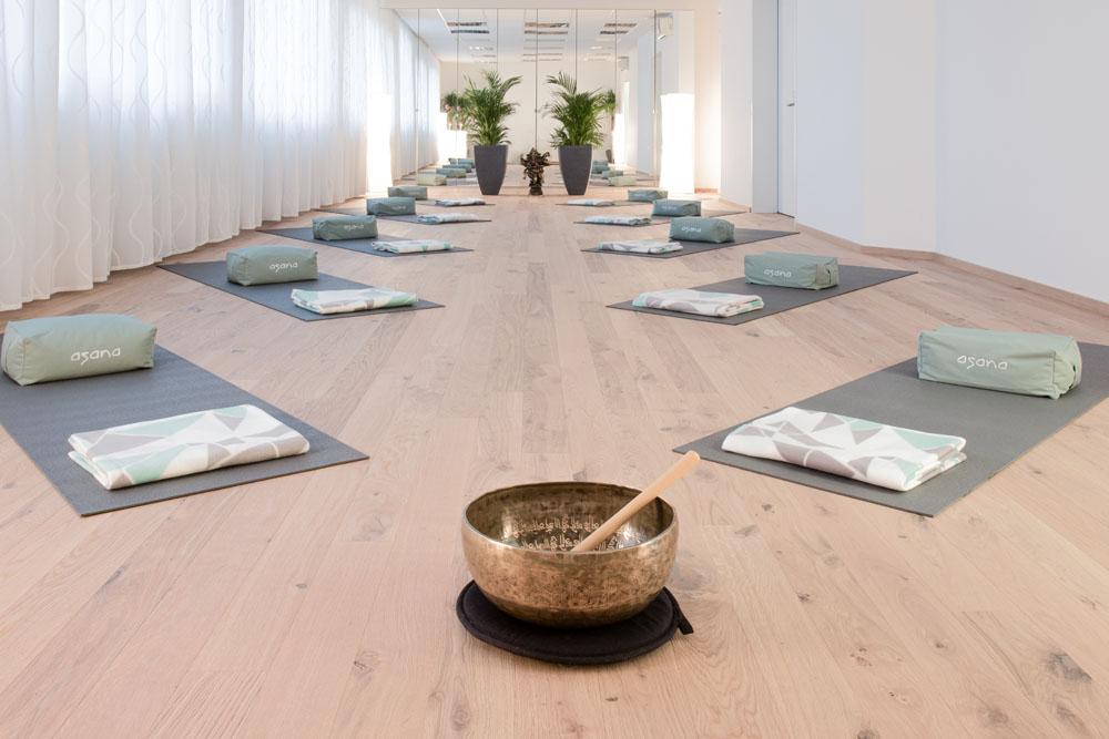 asana Yoga Studio mit seinem Yogaraum Shiva dem Herzchakra zugeordnet.