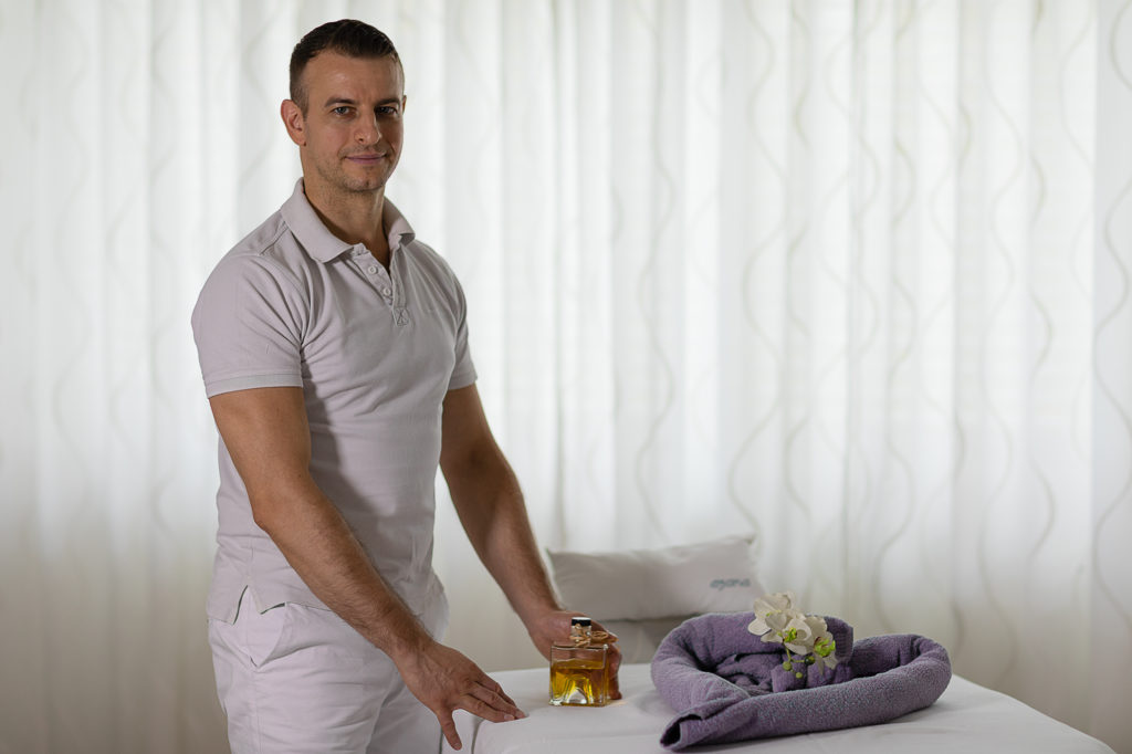 Masseur-Christian-Anisii- asana-Yoga-Massage-in-Wien-1230