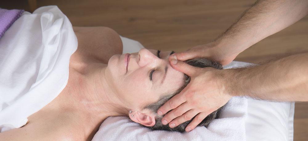 asana-yoga-Massagen-in-Wien-1230-professionelle-Massage-für-sie-und-ihn